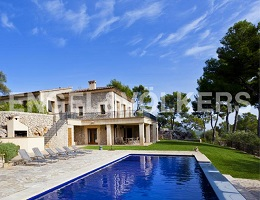 Property with views of the mountains (Pollensa)