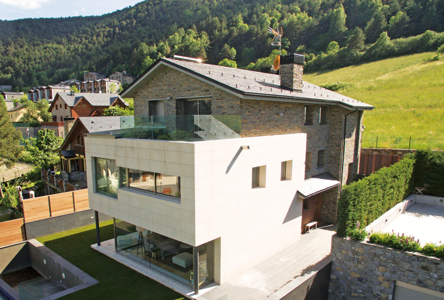 Dream home with outdoor pool in Andorra