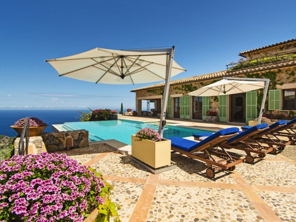 Finca with sun terrace and sea view (Deià)