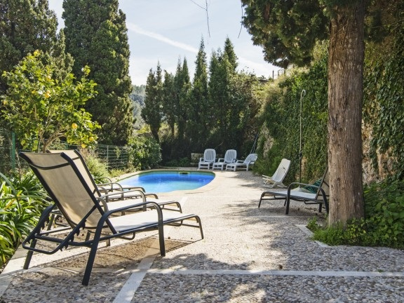House in quiet surroundings, surrounded by trees (Valldemossa)