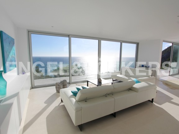 Living room of a villa overlooking the sea (Canyamel)