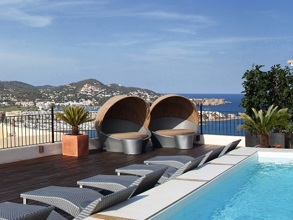 Villa with pool and a stunning sea view (Ibiza)