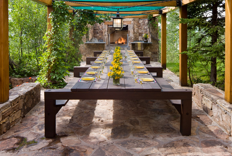 Tips for creating a charming outdoor dining area
