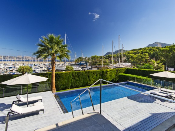 Villa with view to the marina (Alcúdia)