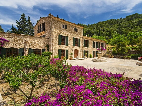 Imposing house with large property (Pollensa)