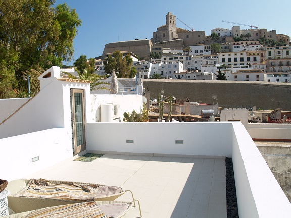 Finca to settle in (Ibiza)