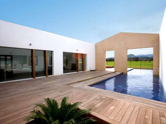 Modern villa on a large plot (Puerto Pollensa)