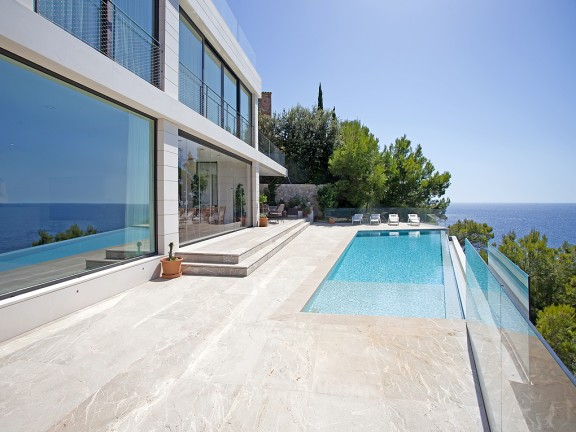 Villa for sale in sought after residential area (Santa Ponsa)