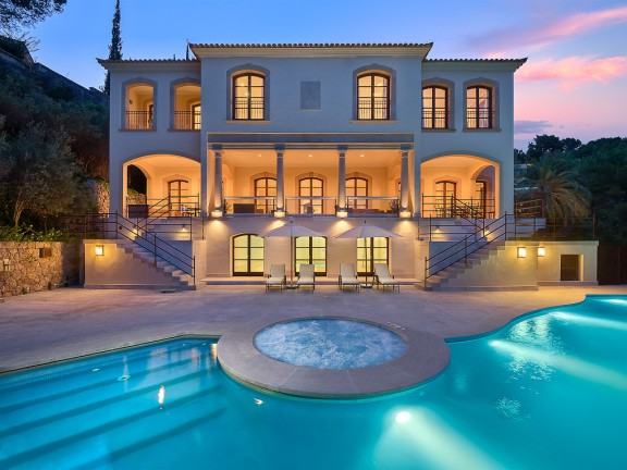 High class property with pool (Son Vida)