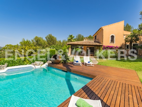 Imposing villa with a private tennis court (Artá)