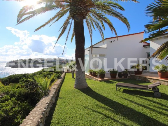 Modern villa with fantastic views of the sea (Canyamel)