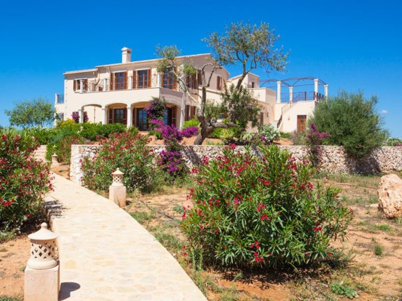 High quality villa for sale with stunning sea views (Santanyi)